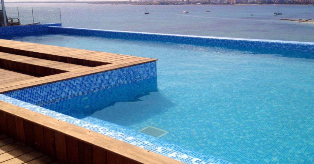 Equipo de control de cl y ph para piscina de competici n for Filtros de agua para piscinas